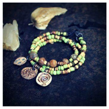 Käsintehty spiraali amuletti kiedottava rannekoru - Handmade spiral amulet wrap bracelet