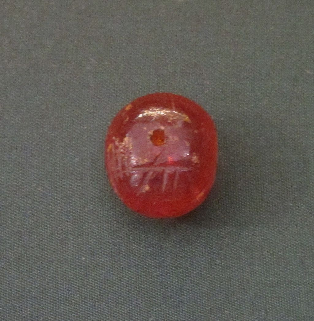 Amber_bead_with_ogham_inscription
