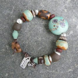 Alu-rannekoruja – Alu bracelets
