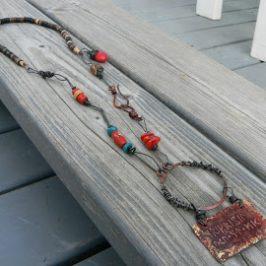 Häivähdys punaista – Traces of Red