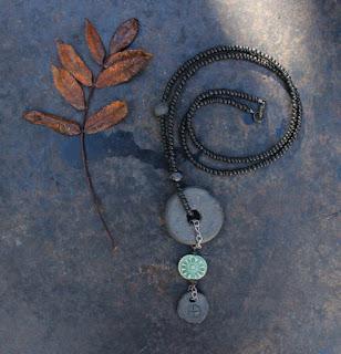 Kylmiä aamuja ja aurinkoinen koru – Cold mornings and sunny necklace