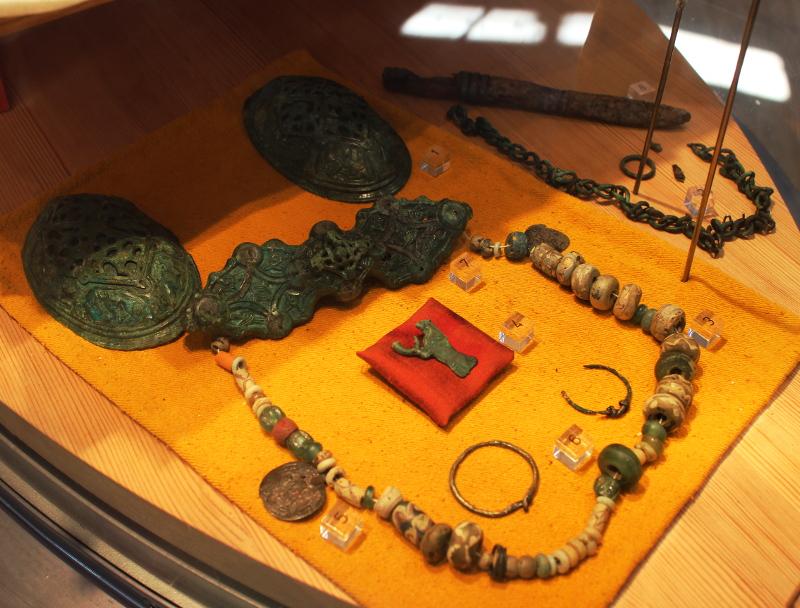 uppsala_museum_grave_goods_woman2