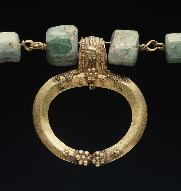 roman_-_necklace_with_-lunula-_-_walters_57525_-_detail_small