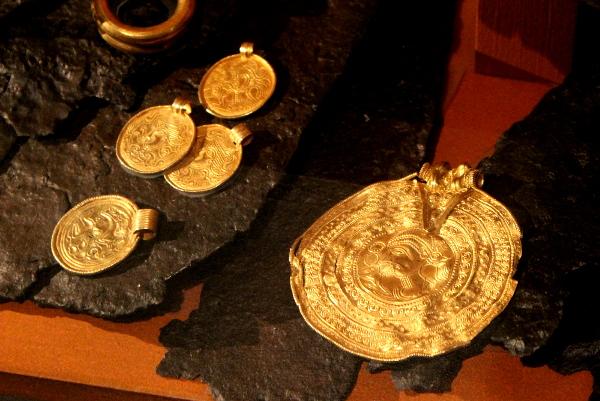 Gold bracteates Kultabrakteaatteja