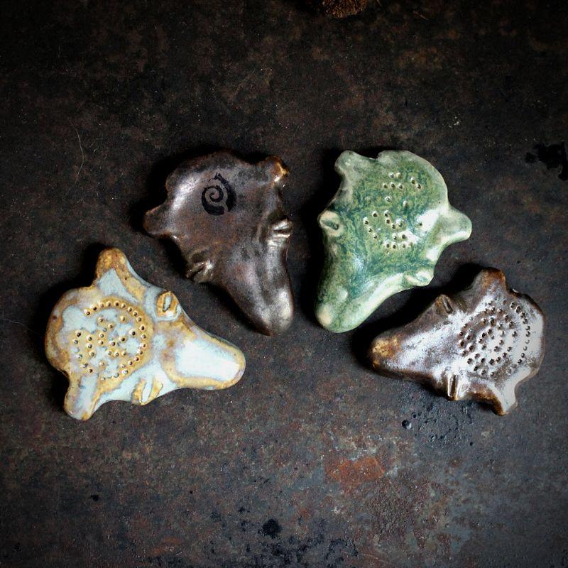 [:fi]Karhunpääriipuksia[:en]Bear head pendants[:]